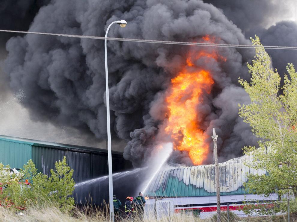 Tareas de extinción del incendio de este miércoles en Escucha