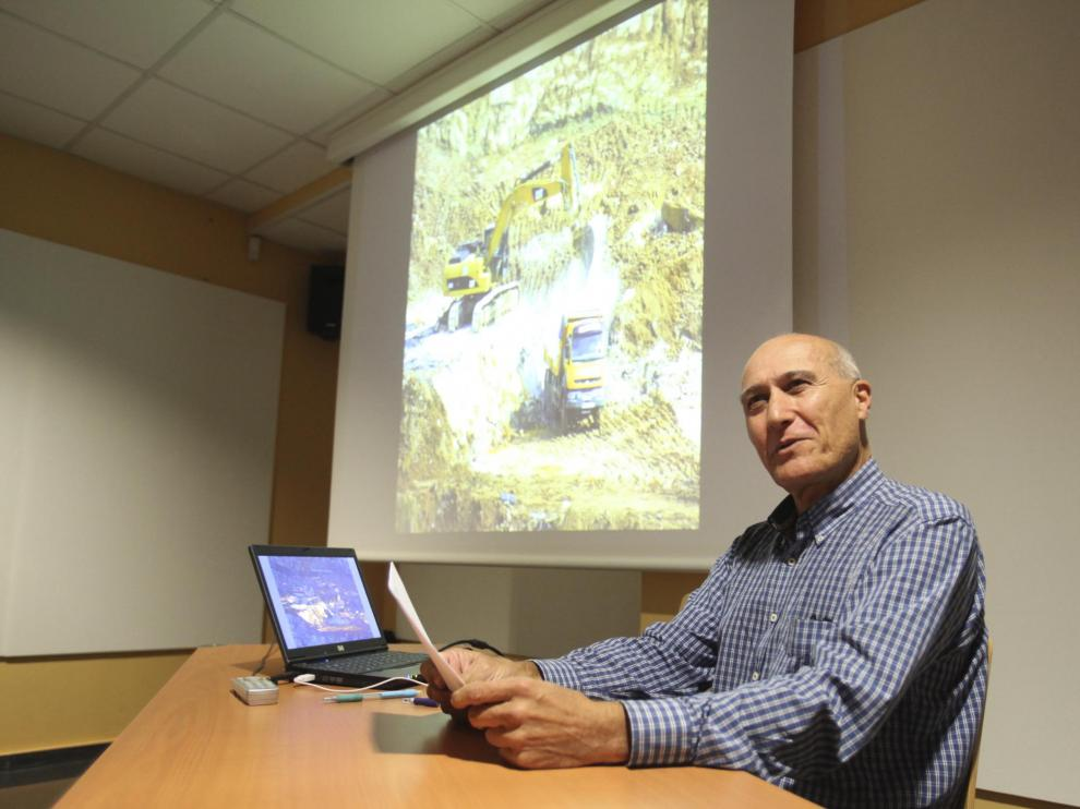 Mariano Polanco, portavoz de Ecologistas en Acción de Sabiñánigo, durante la rueda de prensa