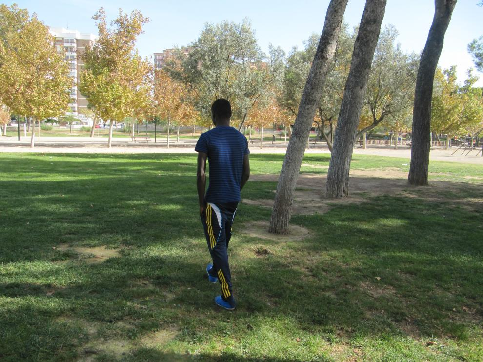 Akon, senegalés que llegó solo con 15 años, en el parque del Tío Jorge