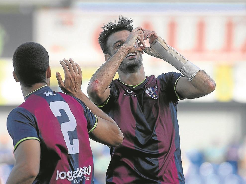 Tyronne celebra de forma elocuente su tanto que sirvió para alfombrar la victoria del Huesca.