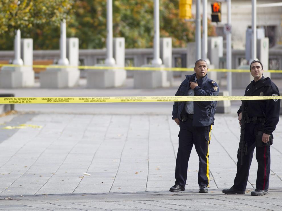 La zona centro de Ottawa permanece completamente cercada