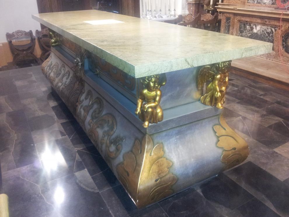 El altar antiguo de Épila, que data de 1987