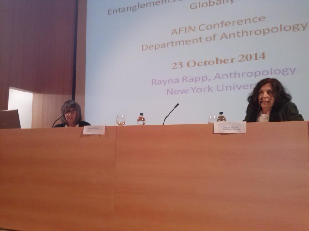 La antropóloga Rayna Rapp (izquierda), durante el congreso