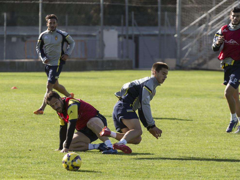 Mario derriba a Ruiz de Galarreta, en un entrenamiento