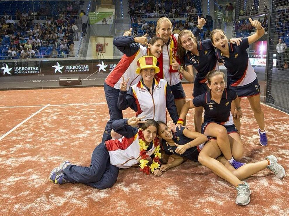 La Selección femenina de pádel festeja el título