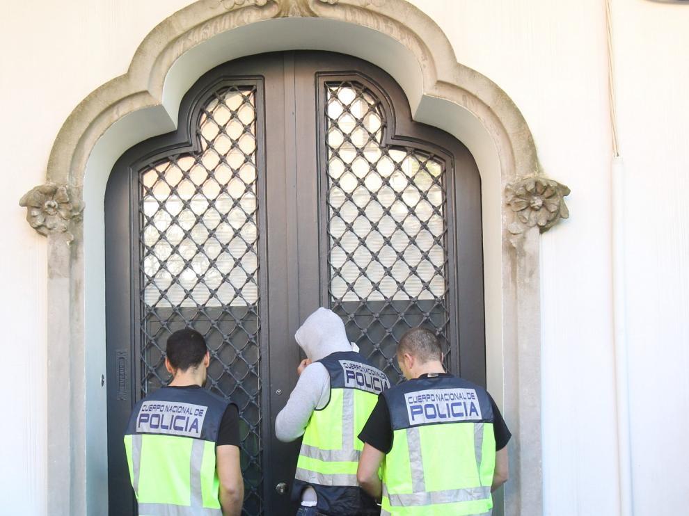 Agentes de la Policía en el domicilio del hijo de Jordi Pujol