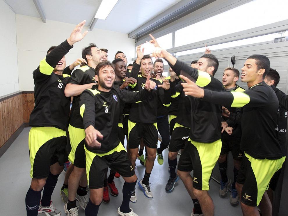 Los jugadores del Huesca celebran el resultado del sorteo