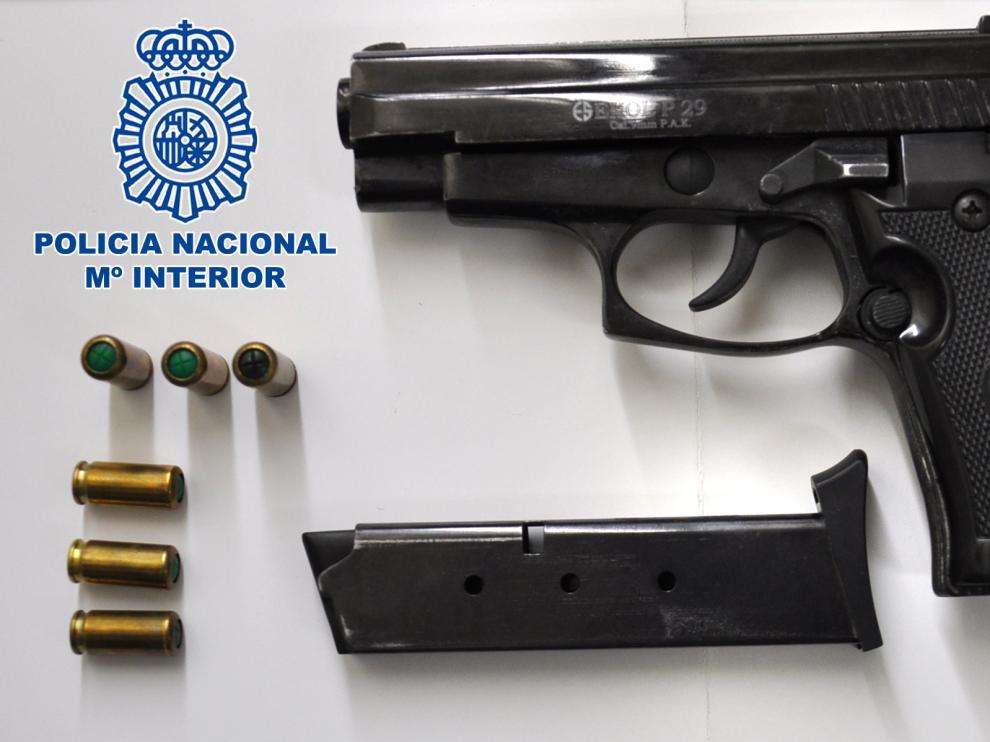 El arma incautada al detenido