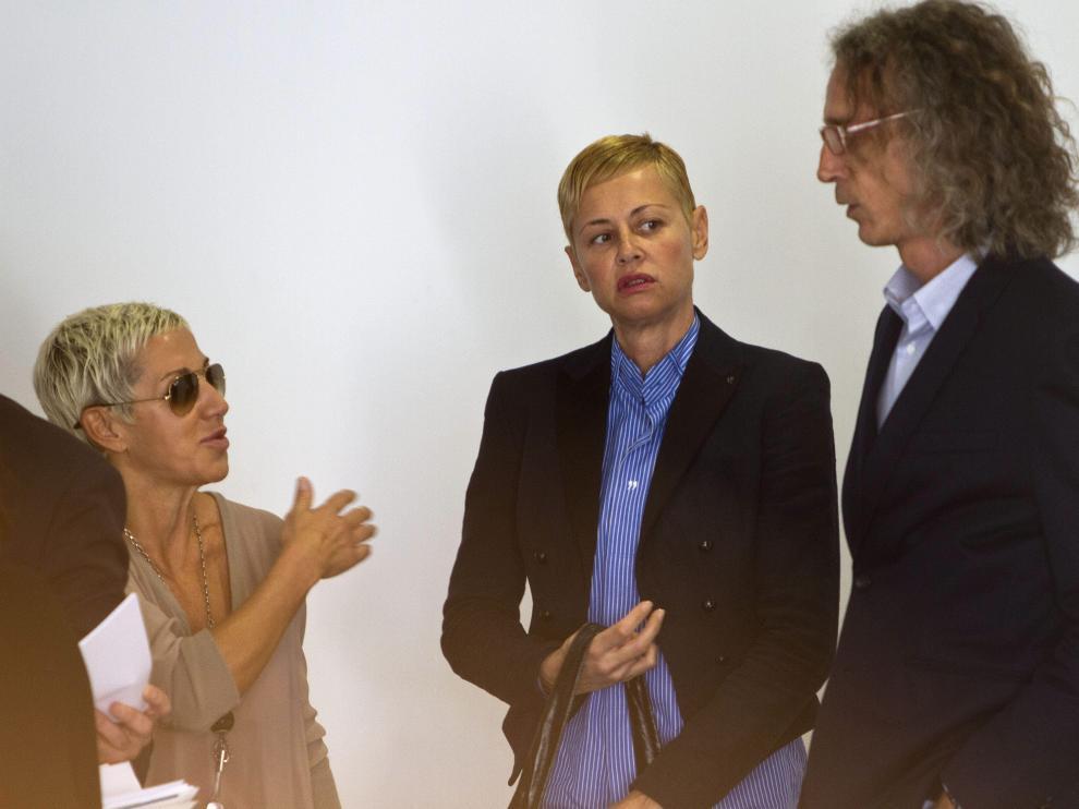 Ana Torroja, Esther Arroyo y su pareja en los juzgados de Cádiz