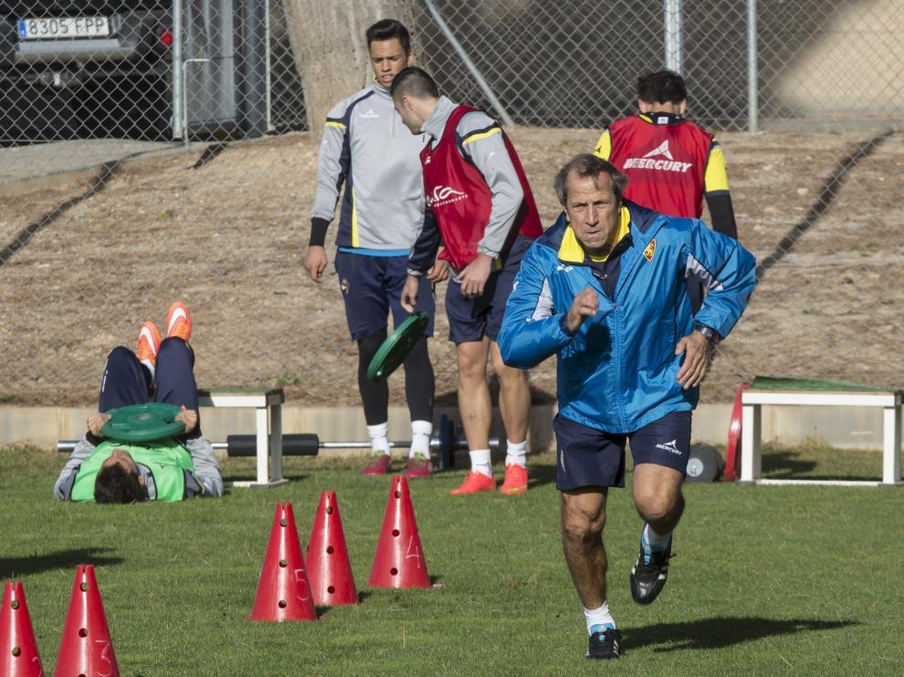 Víctor Muñoz realiza un ejercicio, esta semana en la Ciudad Deportiva