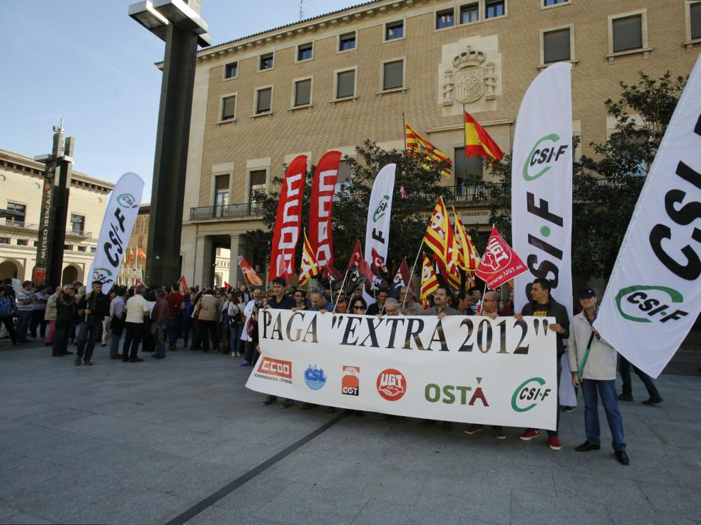 Manifestación de funcionarios frente a la Delegación del Gobierno