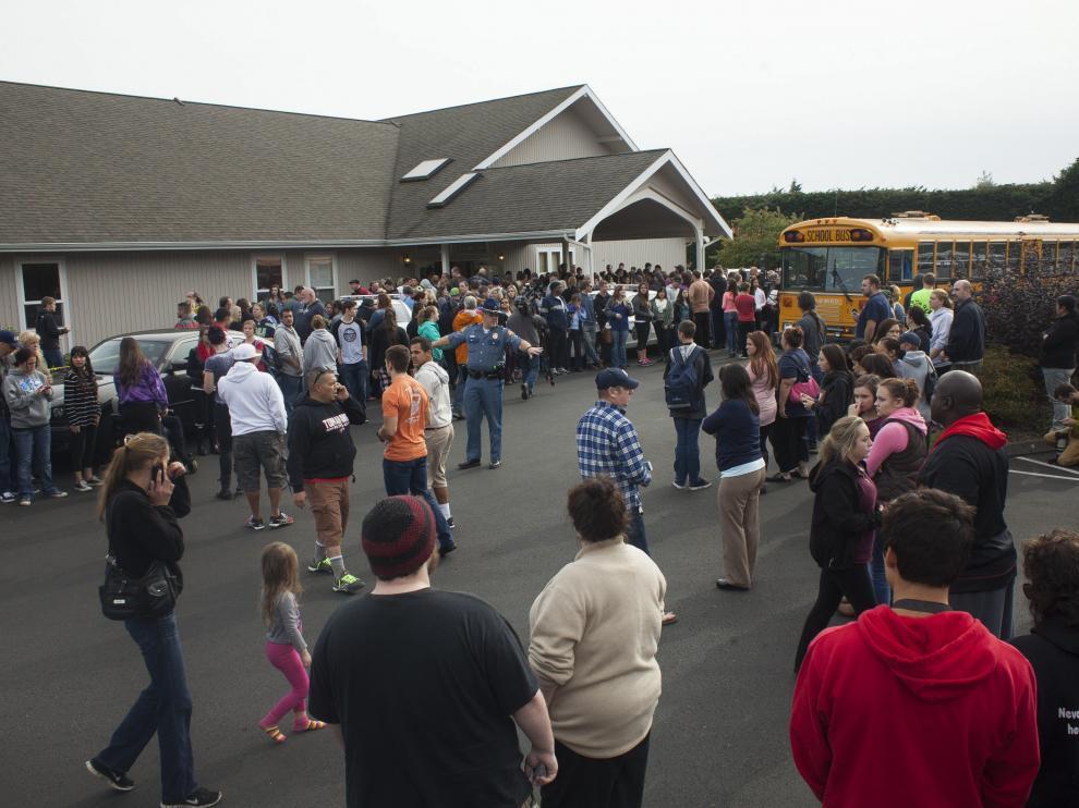 Los alumnos del centro fueron evacuados a una iglesia cercana.