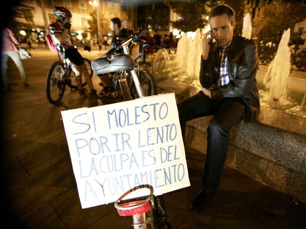 Un ciclista critica al Ayuntamiento antes de la marcha