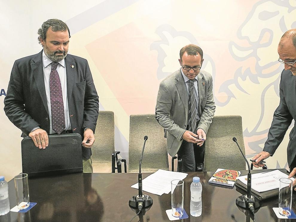 Fernando Sainz de Varanda, Christian Lapetra y Fernando Rodrigo, en la sede del club.