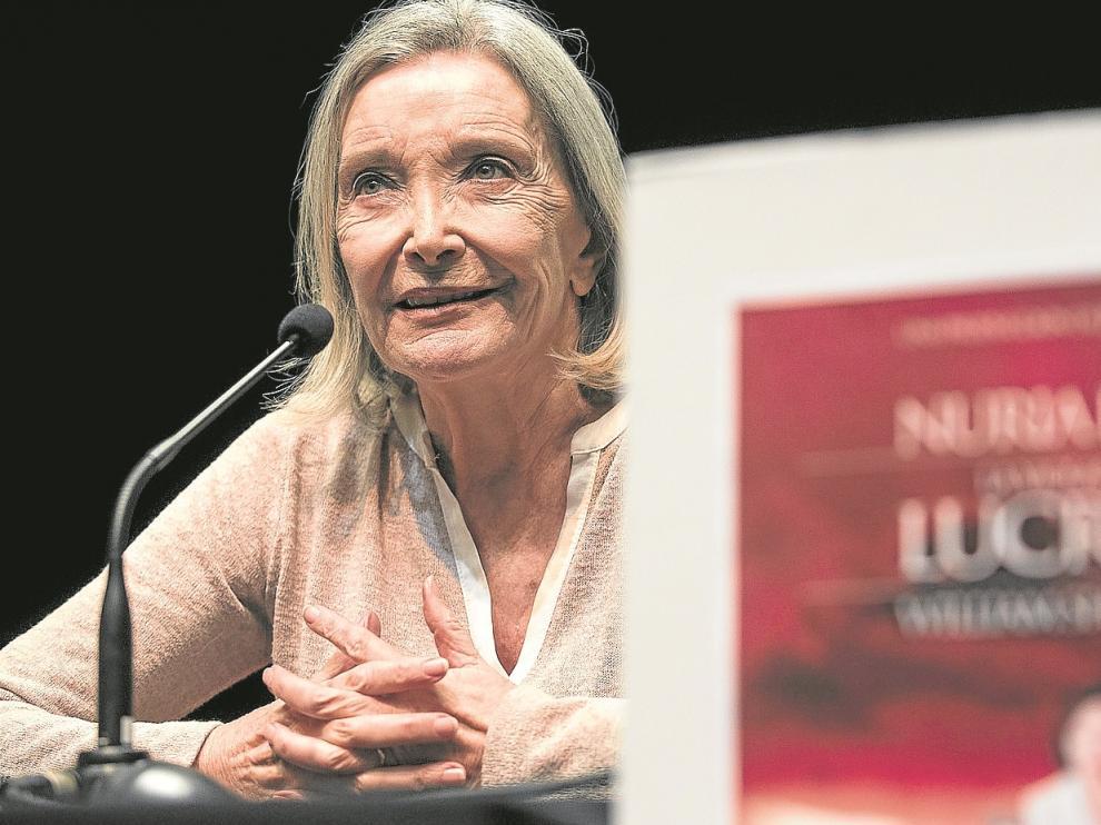 Nuria Espert, ayer en Zaragoza, desprende fuerza y energía tanto sobre las tablas como en una rueda de prensa.