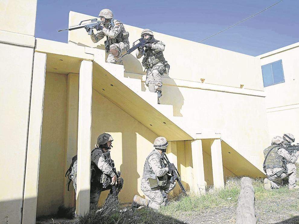 Los legionarios buscan una casa donde se fabrican explosivos para interceptarla y destruirlos.