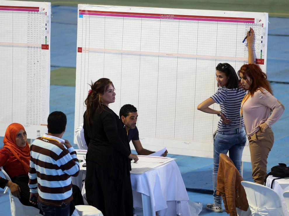 Los laicos se imponen a los islamistas de Al Nahda en las elecciones de Túnez