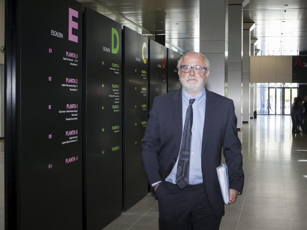 Carlos Escó, en la Ciudad de la Justicia de Zaragoza