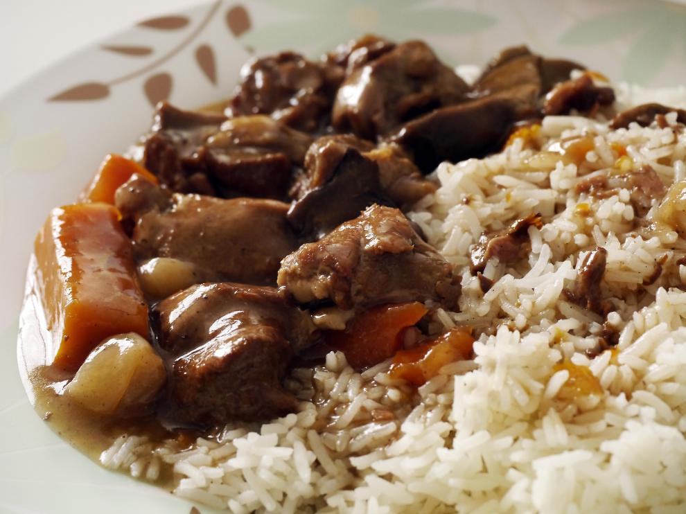 La comida debe servirse directamente en el plato para evitar repetir sin tener hambre.