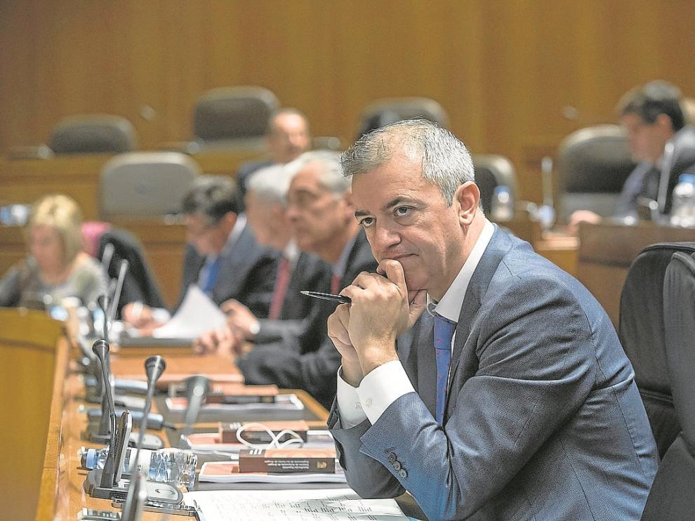 El consejero de Hacienda, Javier Campoy, esta semana en el pleno de las Cortes.