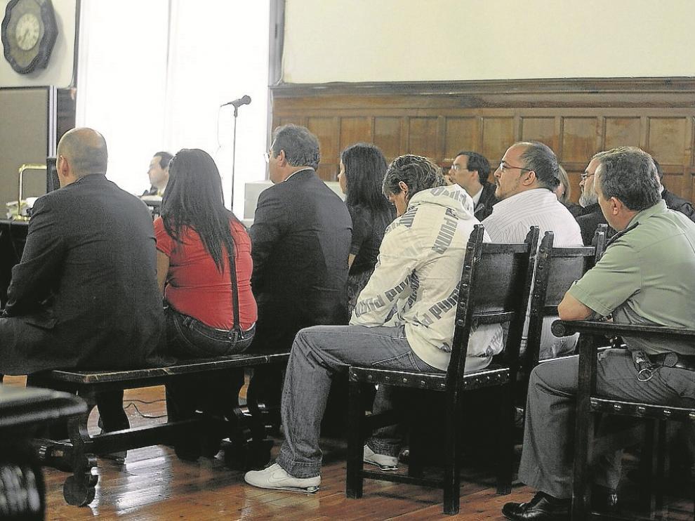 Ocho vallisoletanos, miembros de un clan de mercheros, fueron juzgados en 2009 en la Audiencia de Zaragoza por matar a Alberto Díaz, 'El Manitas', cuyo cadáver fue hallado en 2006 en una acequia de Garrapinillos.