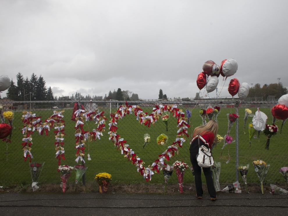 Mural en recuerdo de las fallecidas en el propio colegio de Marysville