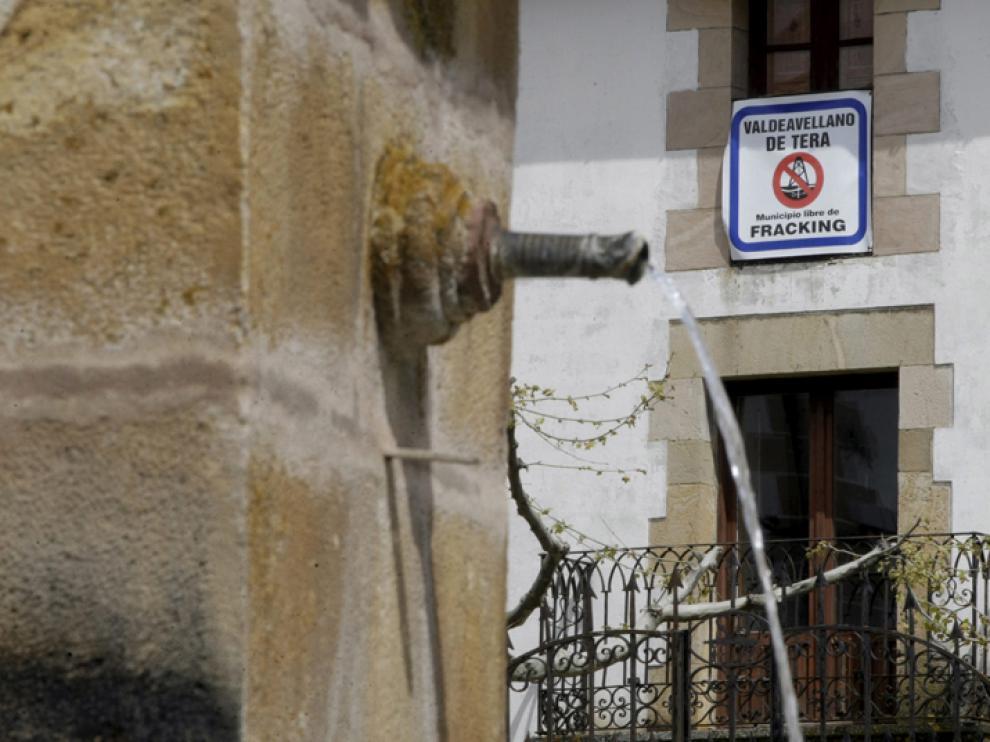 Cartel de un municipio soriano contra el 'fracking'