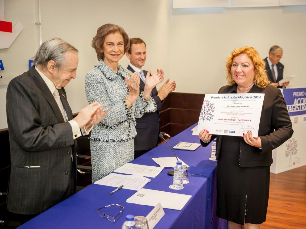 Rosa María Lanau del Colegio Público Educación Especial La Alegría de Monzón recoge la mención de honor