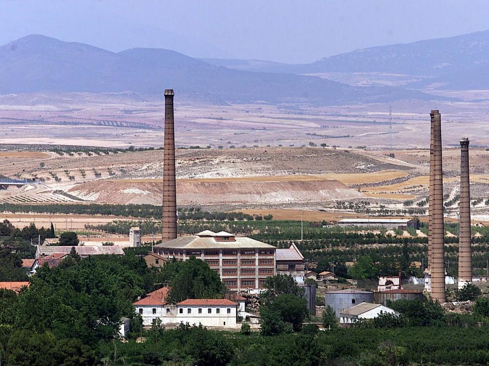 Vista de las torres de la antigua azucarera de Épila.