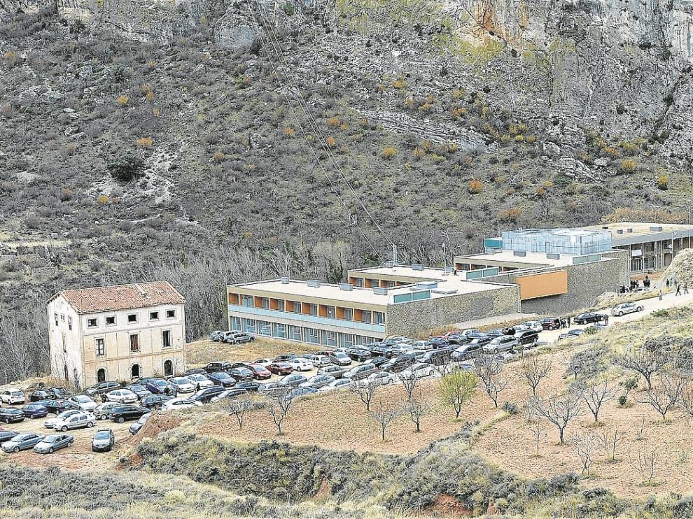 La adjudicación del centro depende del acondicionamiento de los accesos.