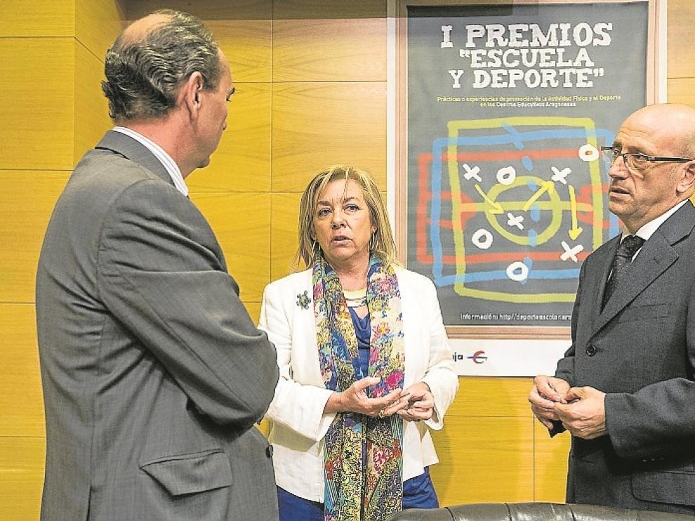José Ignacio Oto, Dolores Serrat y Félix Brocate, ayer en Ibercaja.