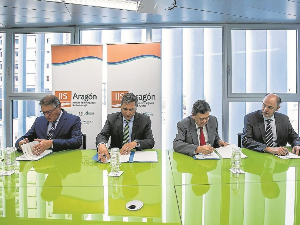 Ayer, en la fundación del Patronato: Rosel (IACS), Oliván (DGA), López (UZ) y Sanz (Salud).
