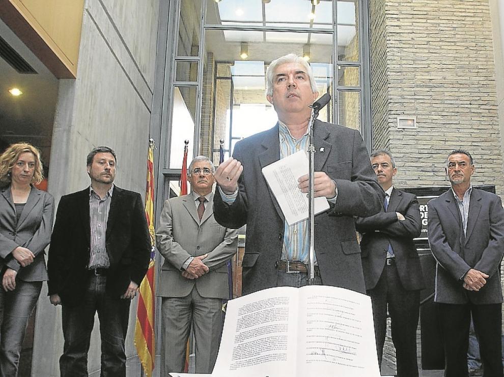 Manifiesto 'Ahora el Canfranc'. Fue firmado en las Cortes el 16 de marzo de 2012 por todos los partidos políticos, los sindicatos UGT y  CC. OO., las organizaciones empresariales CREA y Cámara de Comercio.
