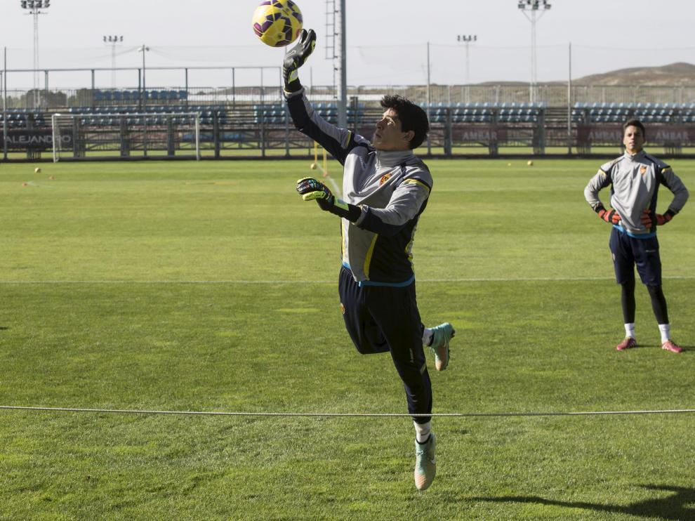Bono, en un entrenamiento con el Real Zaragoza