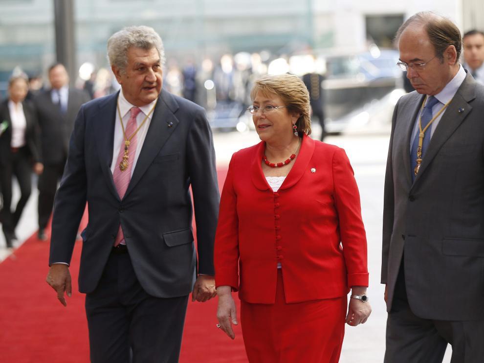 Jesús Posada y Pío García Escudero acompañan a la presidenta chilena