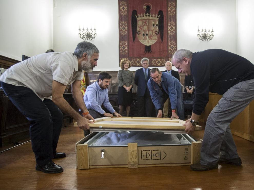 Llegada a Zaragoza de la tabla gótica 'La Resurrección'