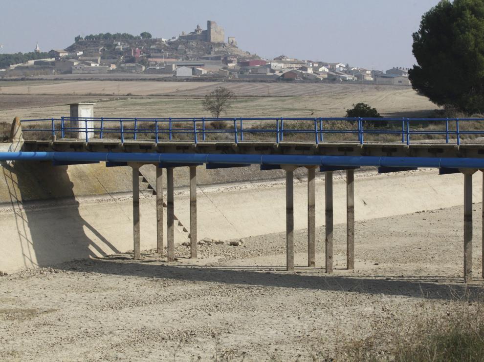El canal de los Monegros entre Almudévar y el embalse de la Sotonera