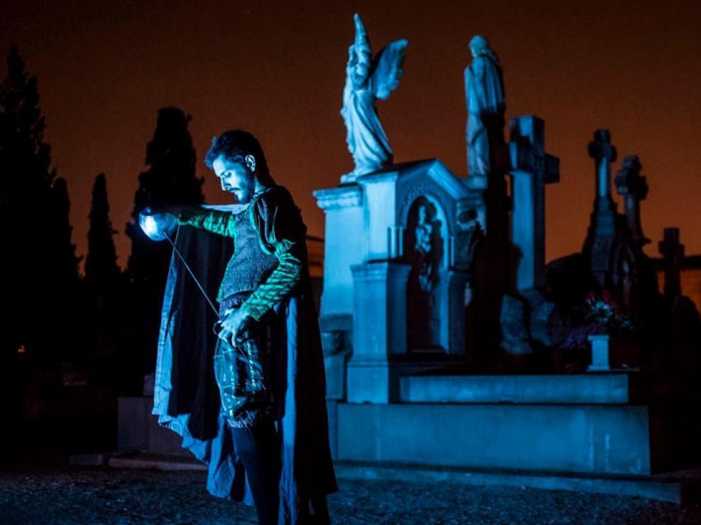 Lectura de Don Juan Tenorio en el cementerio de Torrero