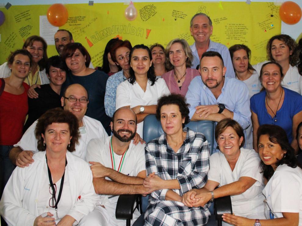 Teresa Romero, con el equipo médico del hospital Carlos III