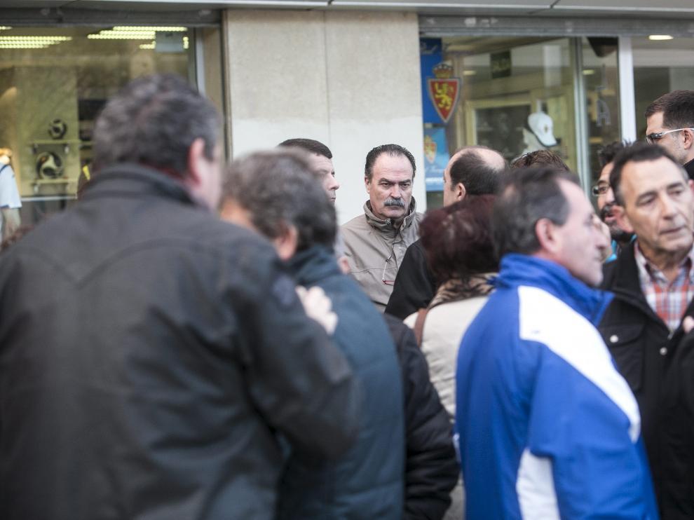 Concentración de los empleados en las oficinas del Real Zaragoza
