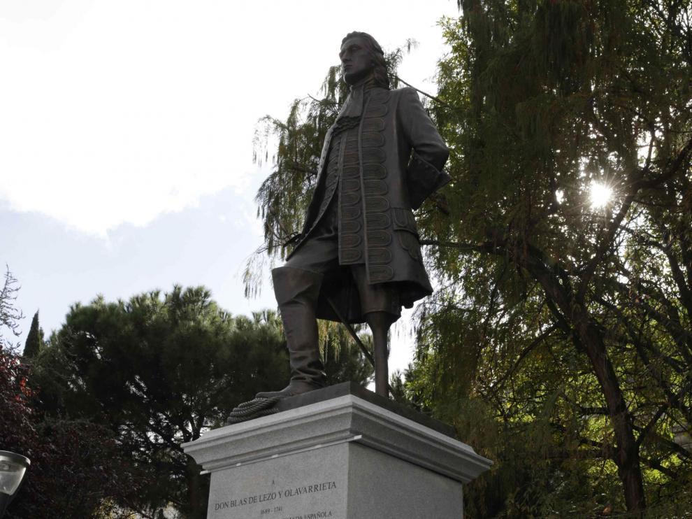 La estatua que recuerda al marino Blas de Lezo.