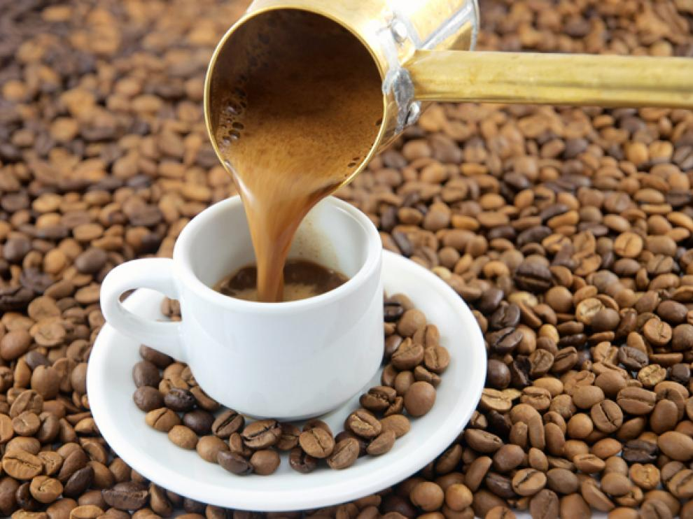 Los consumidores de café también tenían un menor riesgo de muerte por enfermedades cardiovasculares, respiratorias, diabetes, neumonía, gripe o suicidio, según este estudio.