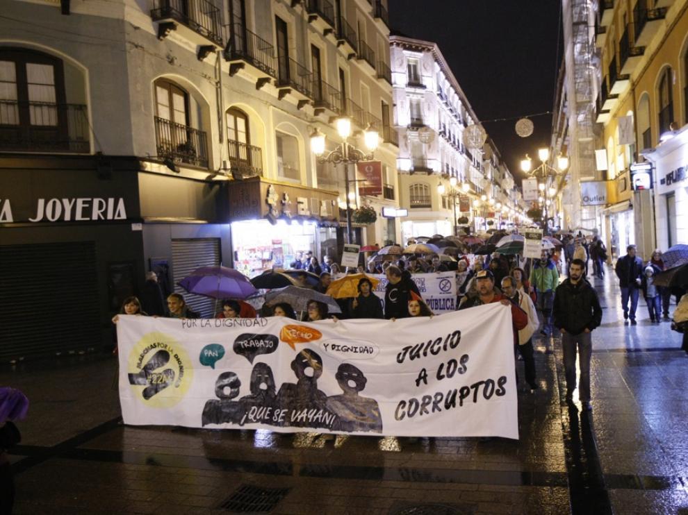 Movimientos sociales y sindicatos durante una manifestación en Zaragoza
