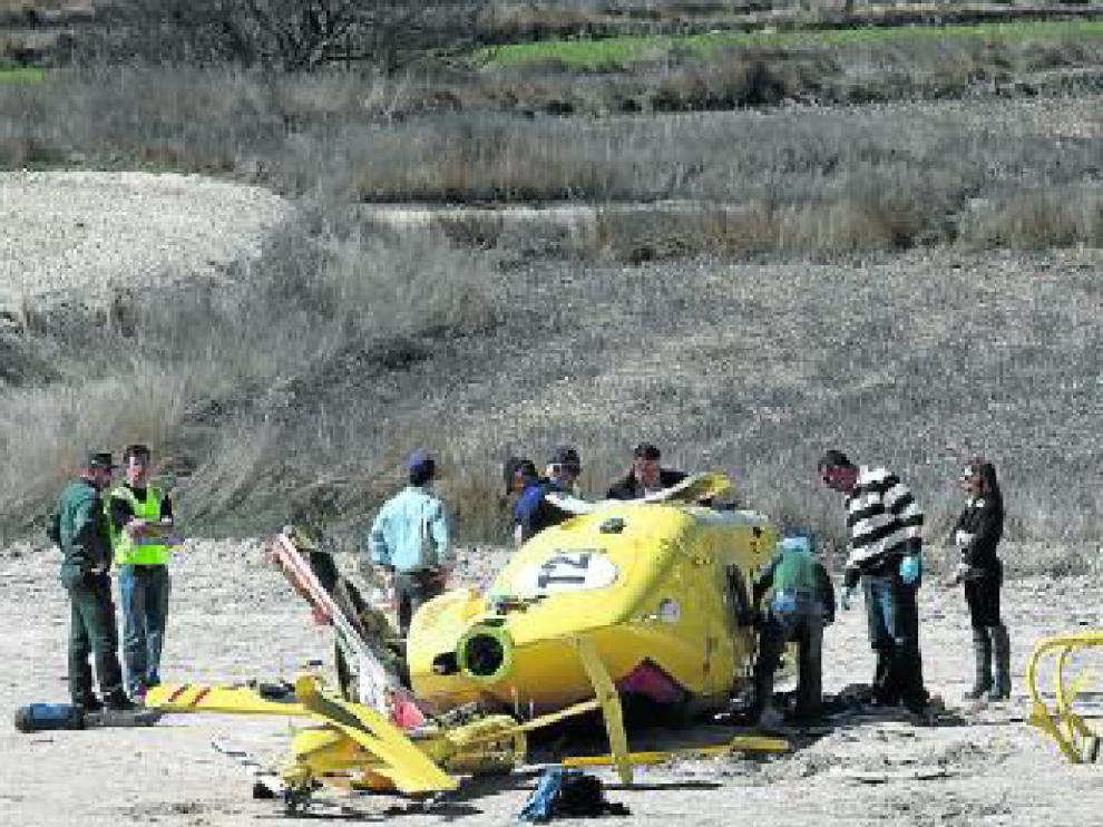 El helicóptero -en la foto- minutos después del accidente.