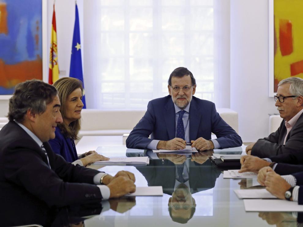 Rajoy se reúne con representantes de la patronal y los sindicatos