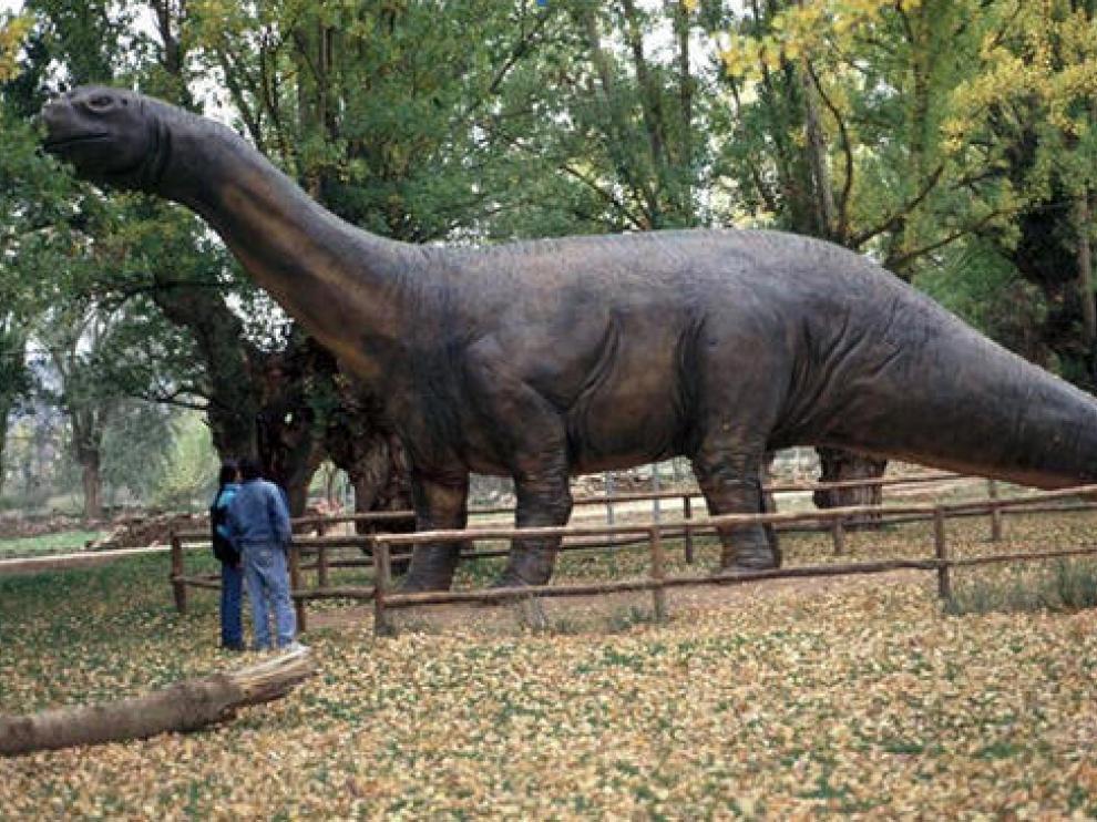 Reproducción a tamaño natural -la primera que se hizo de un dinosaurio a mediados de los años '90 en España- de Aragosaurus ischiaticus en Galve.
