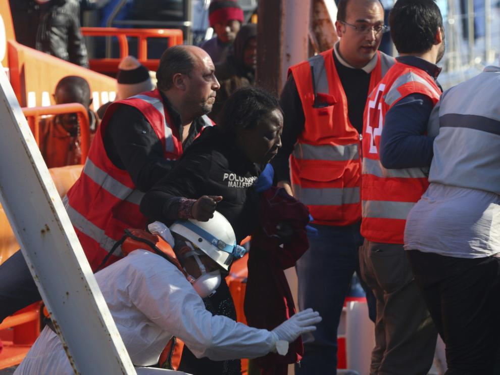 Varios inmigrantes han sido rescatados tras el naufragio de la patera