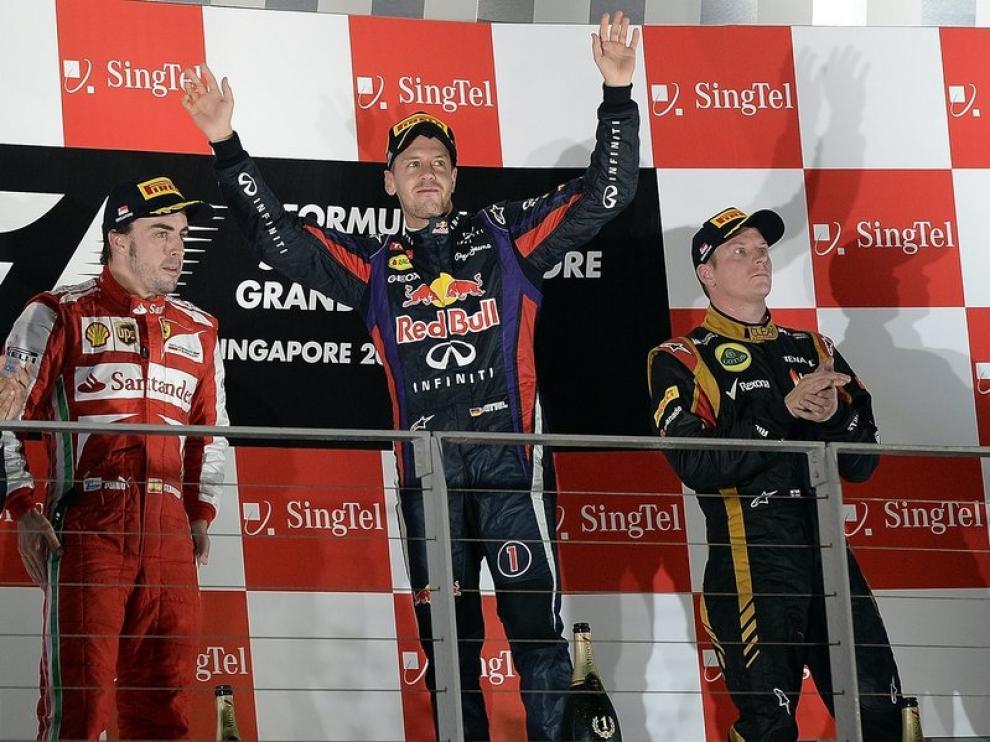 Vettel, Alonso y Raikkonen, en el podio de Singapur.