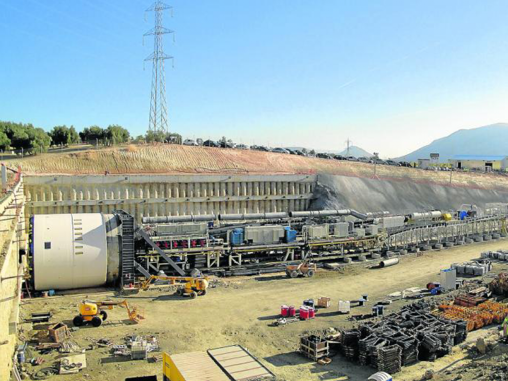 Máquina tuneladora EPB (Earth Preasure Balance), que mantiene la presión del frente de excavación.