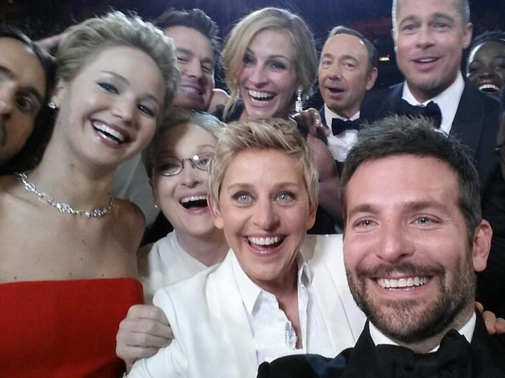 El selfie más tuiteado del año corresponde Ellen Degeneres durante la ceremonia de Los Oscars